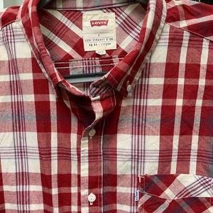 Men's plaid Levi's button down shirt